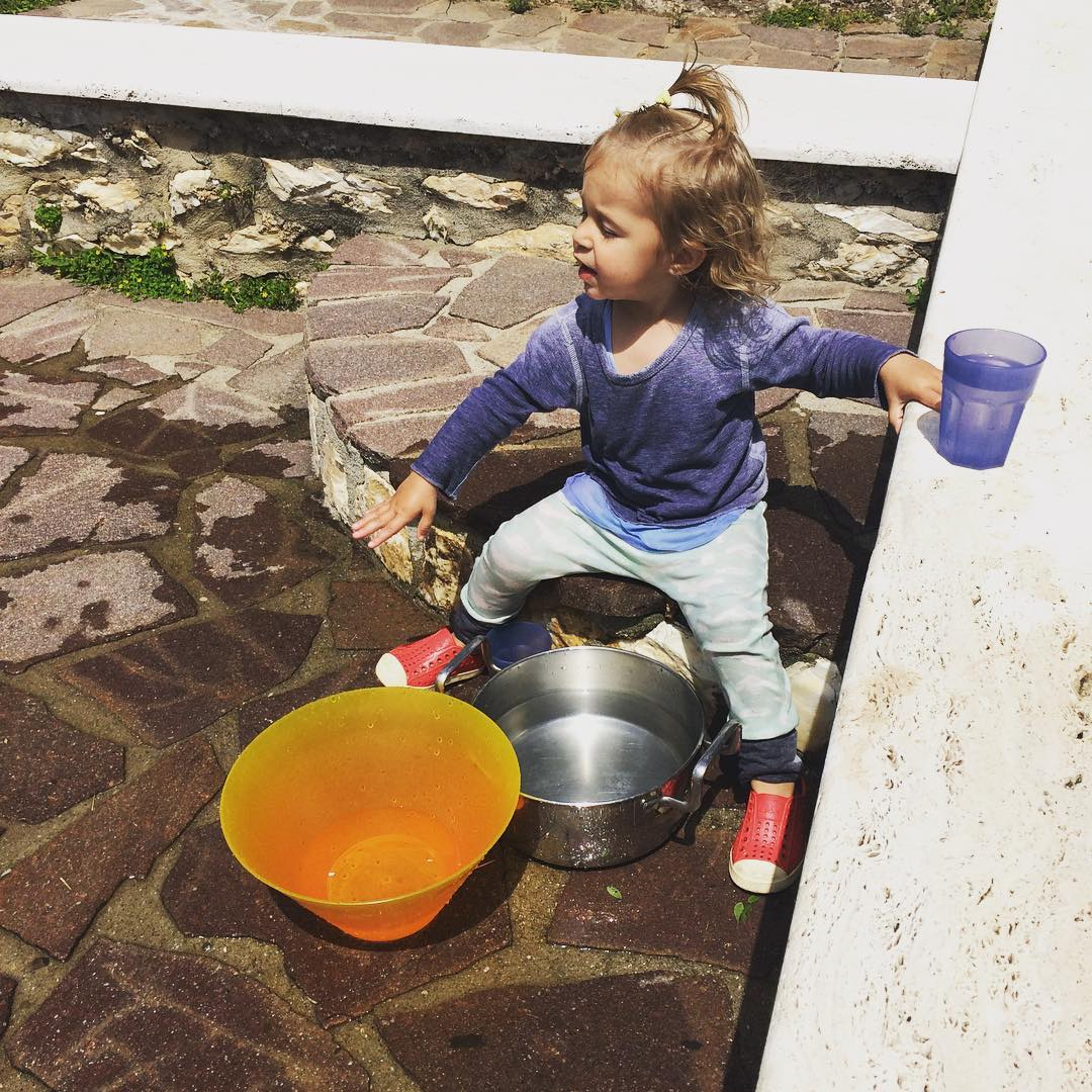 All ya need is some water, two bowls, and two cups.  Oh...and the gorgeous Tuscan sun.  Missing family time in Tuscany.